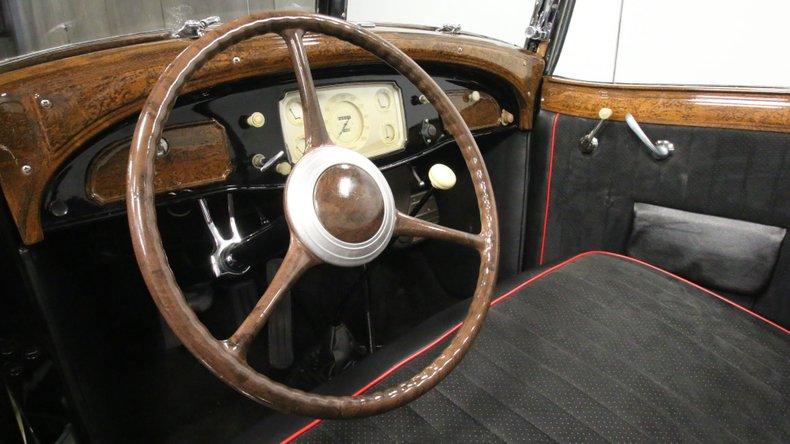 1933 Chrysler Imperial 44