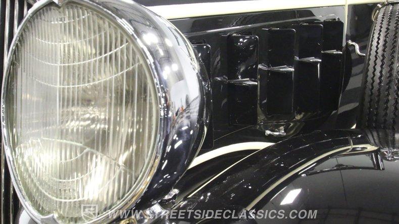 1933 Chrysler Imperial 66