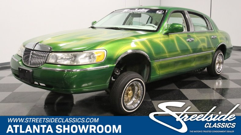 For Sale: 2000 Lincoln Town Car
