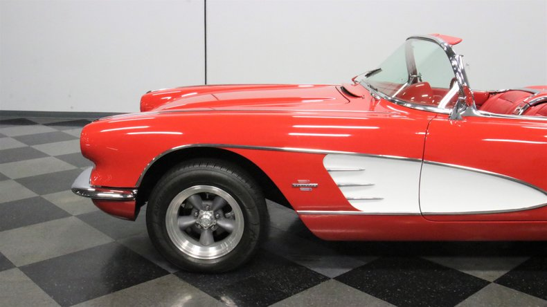 1961 Chevrolet Corvette 24