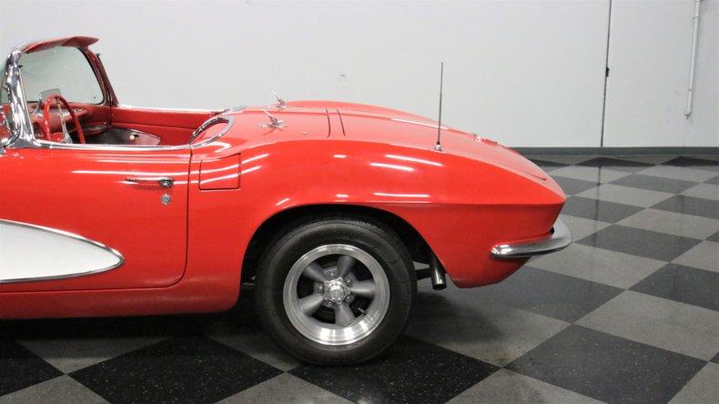 1961 Chevrolet Corvette 25