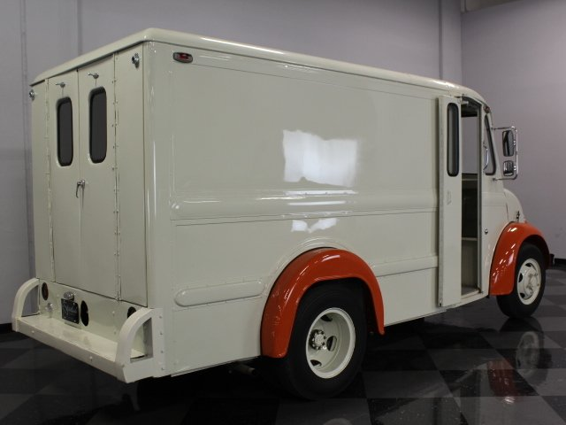 1985 DIVCO 200C | Streetside Classics - The Nation's Trusted