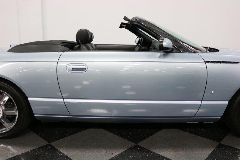 2004 Ford Thunderbird 44