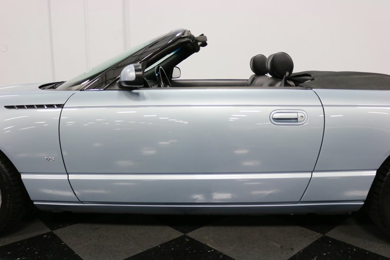 2004 Ford Thunderbird 35