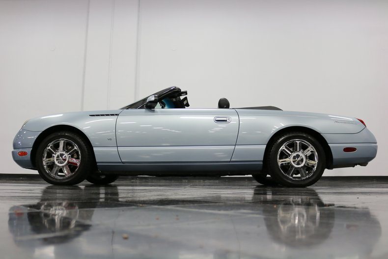 2004 Ford Thunderbird 33