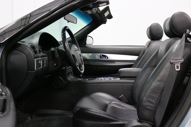 2004 Ford Thunderbird 4