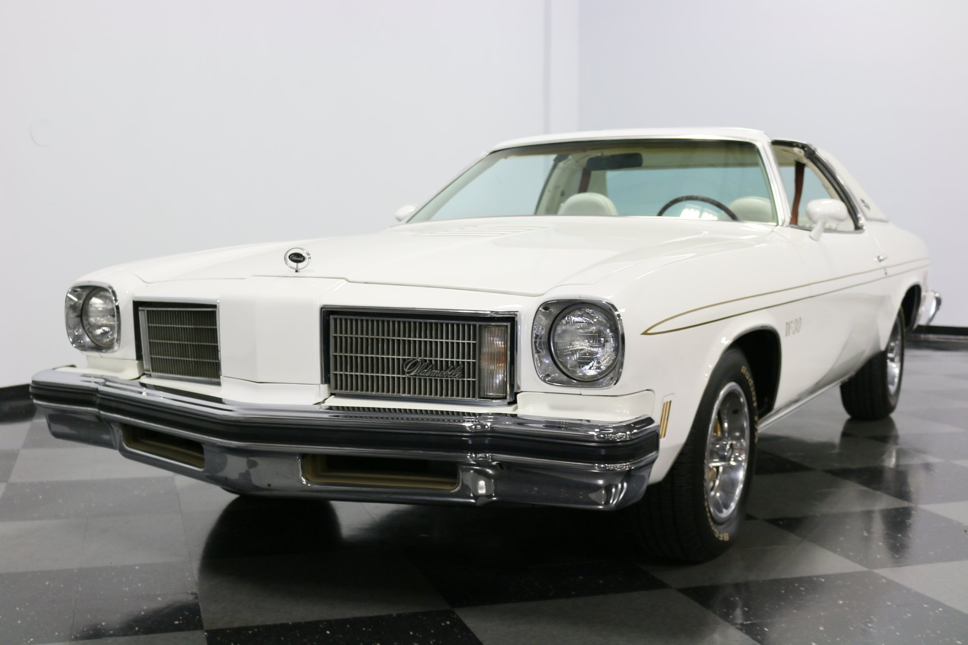 1975 Oldsmobile Cutlass | Streetside Classics - The Nation's