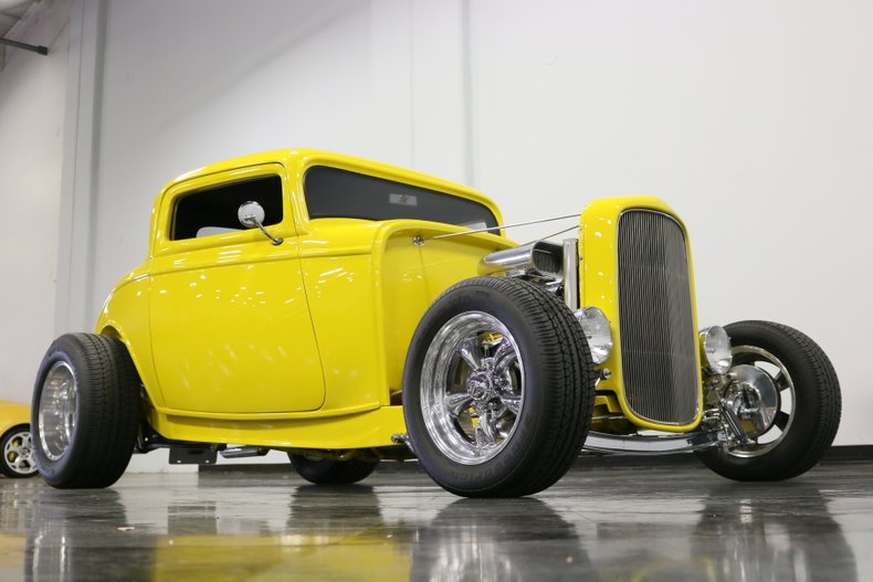 1932 Ford 3-Window 38