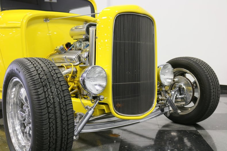 1932 Ford 3-Window 73