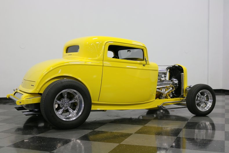 1932 Ford 3-Window 14