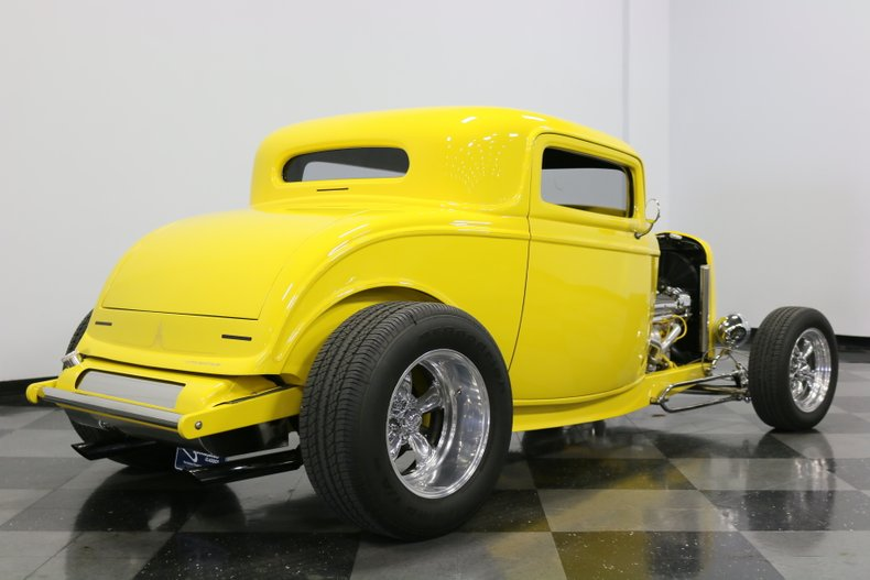 1932 Ford 3-Window 13