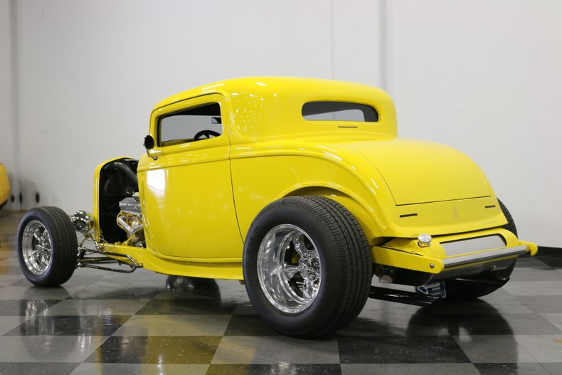 1932 Ford 3-Window 9