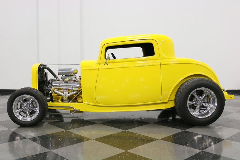 1932 Ford 3-Window 2
