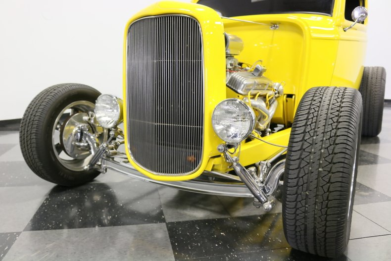1932 Ford 3-Window 23