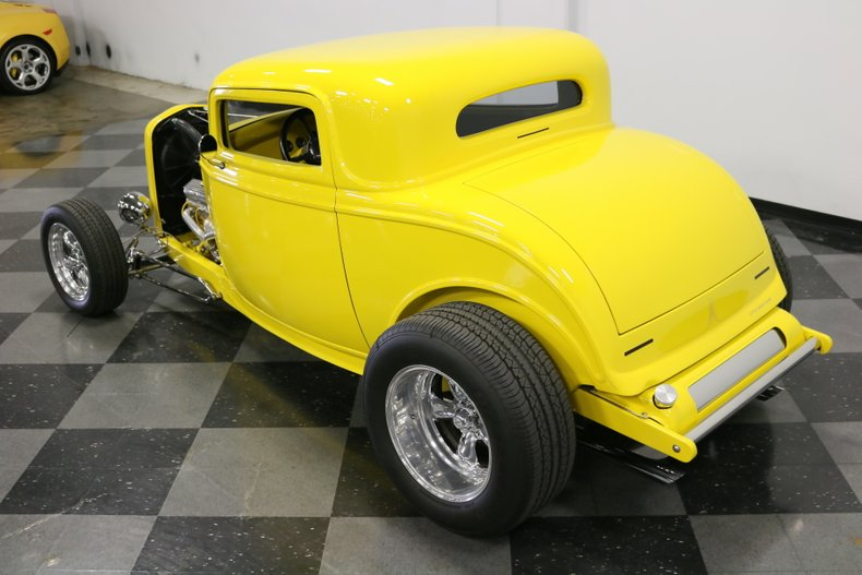 1932 Ford 3-Window 76