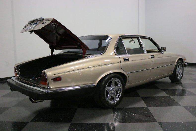 1983 Jaguar XJ6 42