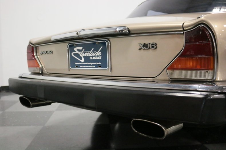 1983 Jaguar XJ6 32