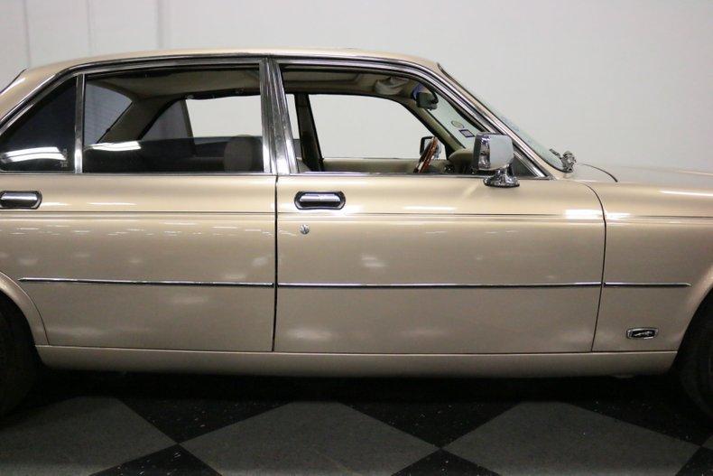 1983 Jaguar XJ6 36