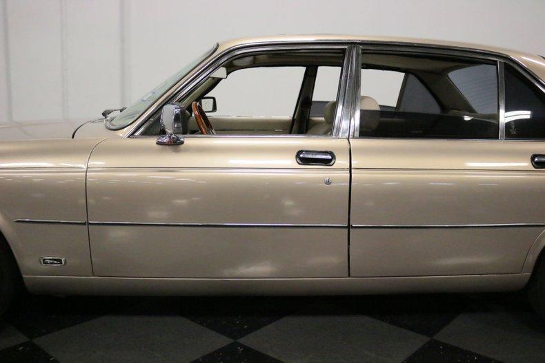 1983 Jaguar XJ6 27