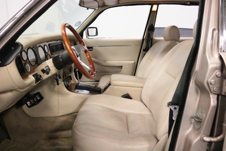 1983 Jaguar XJ6 4