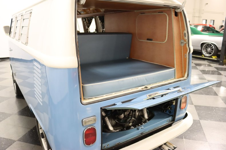 1967 Volkswagen Bus 38