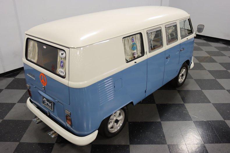 1967 Volkswagen Bus 28