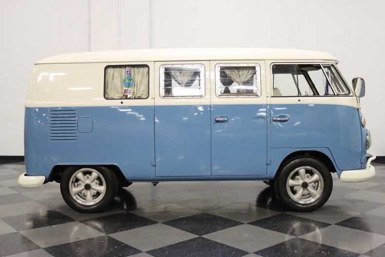 1967 Volkswagen Bus 32