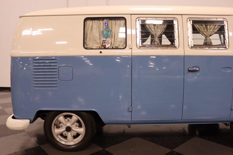 1967 Volkswagen Bus 33