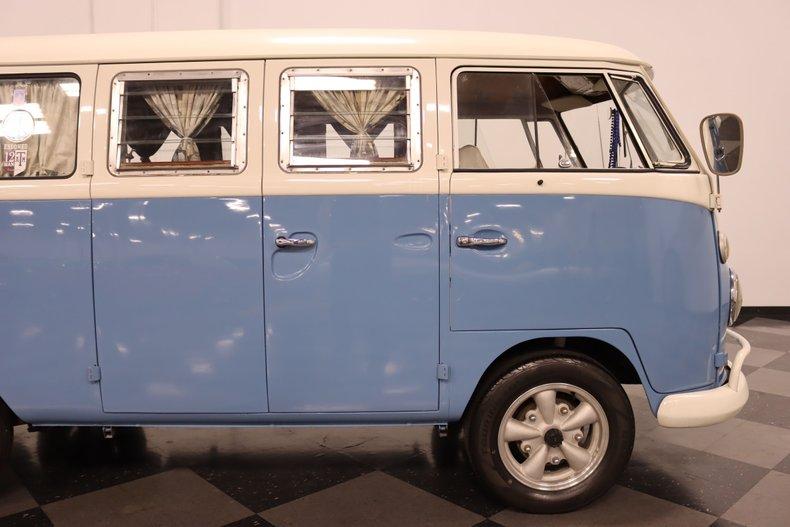1967 Volkswagen Bus 35