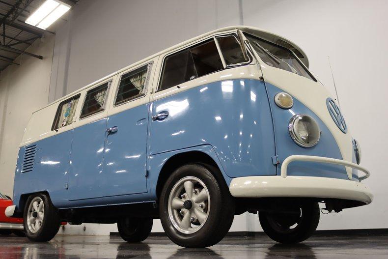 1967 Volkswagen Bus 36