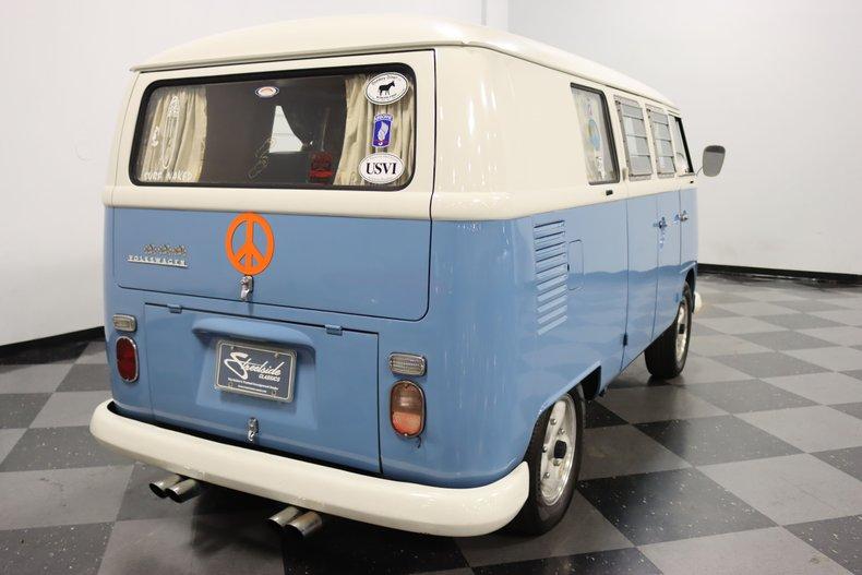 1967 Volkswagen Bus 12