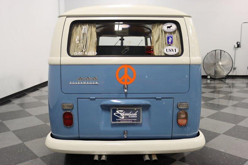 1967 Volkswagen Bus 11
