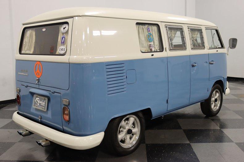 1967 Volkswagen Bus 13