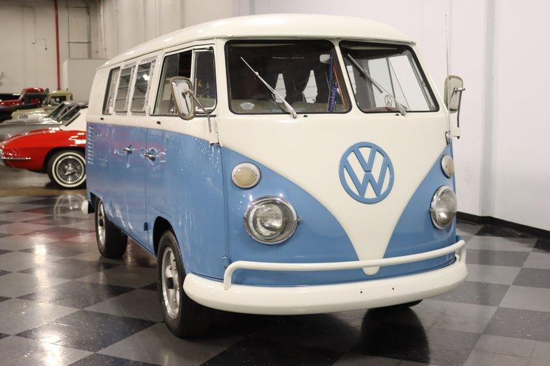 1967 Volkswagen Bus 18
