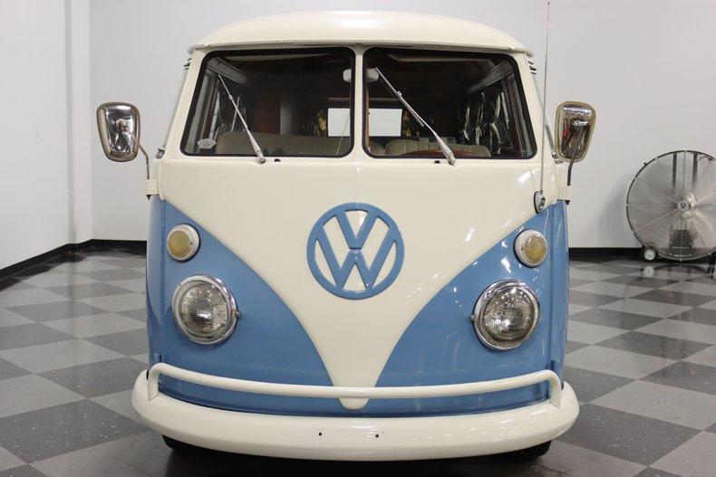 1967 Volkswagen Bus 19