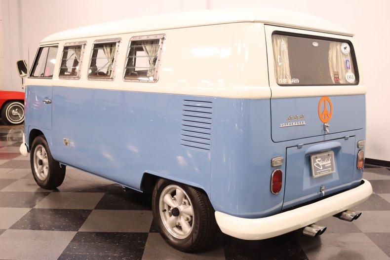 1967 Volkswagen Bus 9