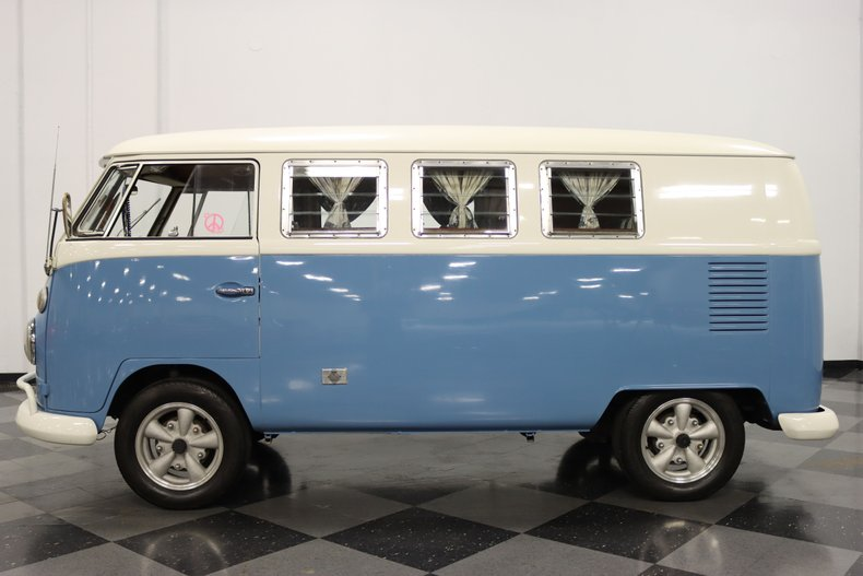 1967 Volkswagen Bus 2