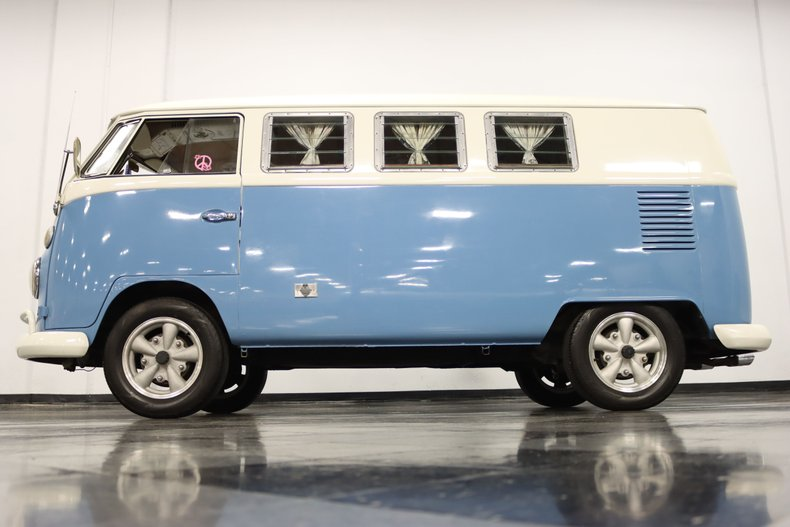 1967 Volkswagen Bus 23