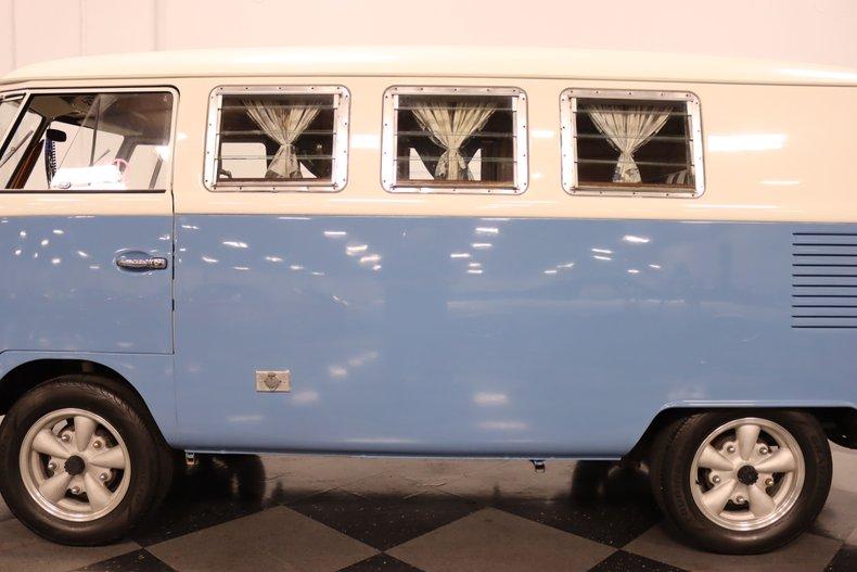 1967 Volkswagen Bus 25