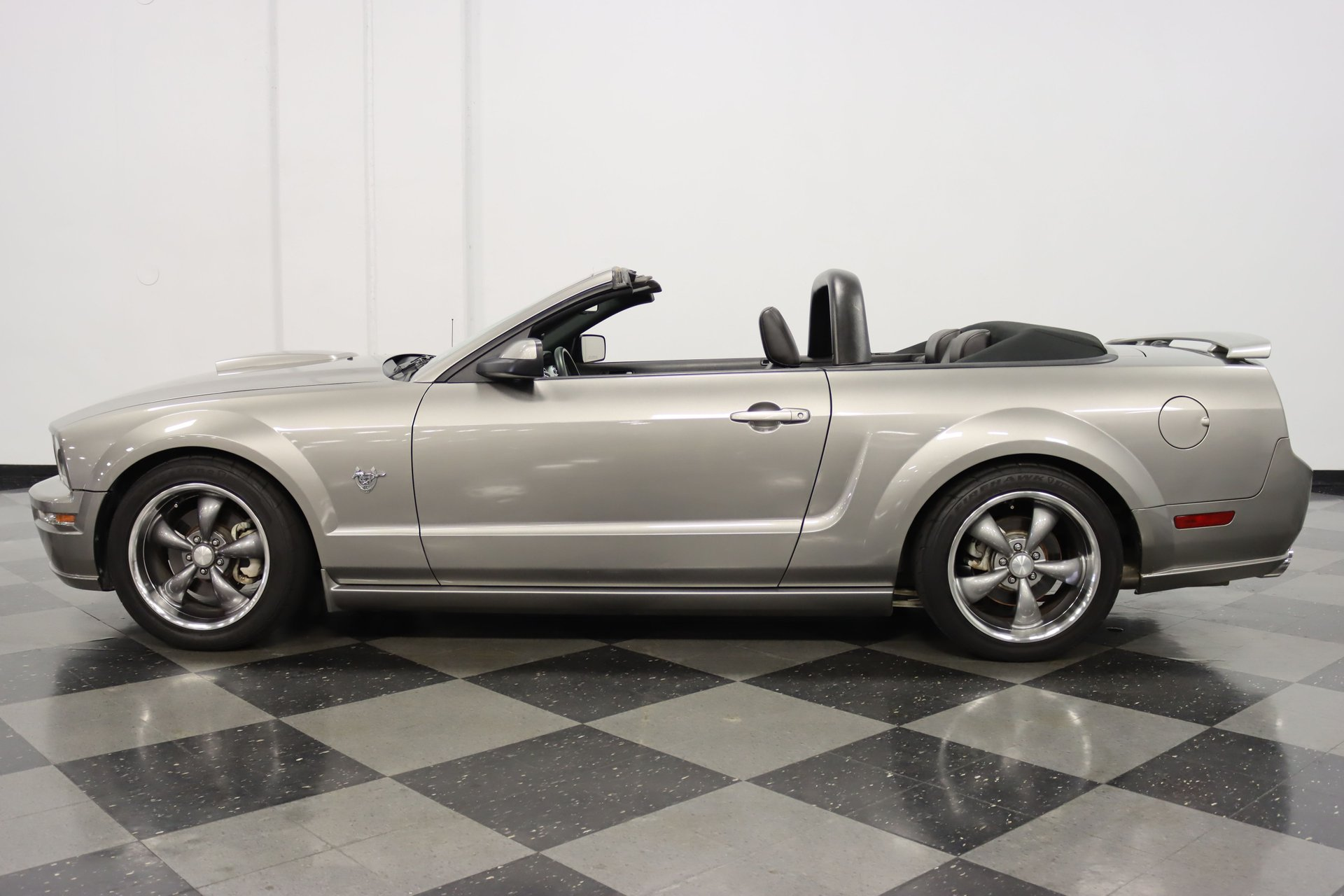 2009 ford mustang gt 45th anniversary