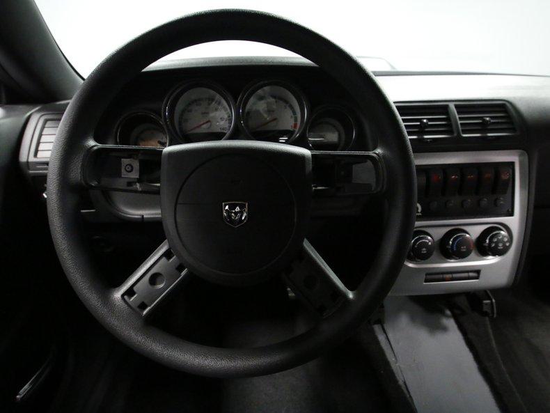2009 Dodge Challenger 40