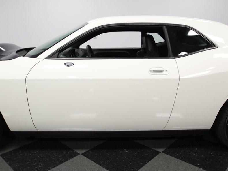 2009 Dodge Challenger 13