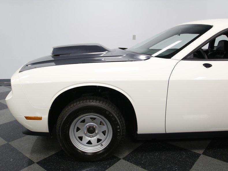 2009 Dodge Challenger 12