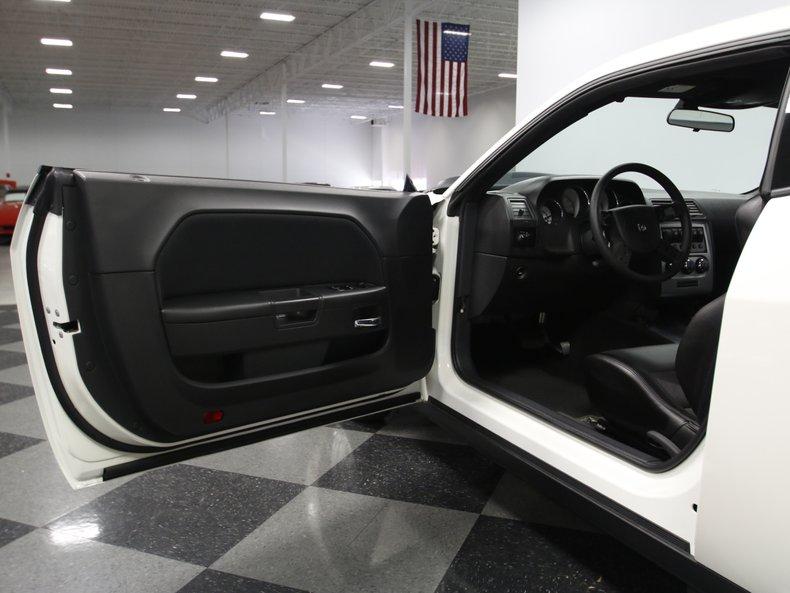 2009 Dodge Challenger 37