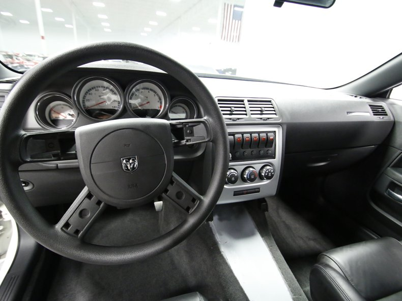 2009 Dodge Challenger 39