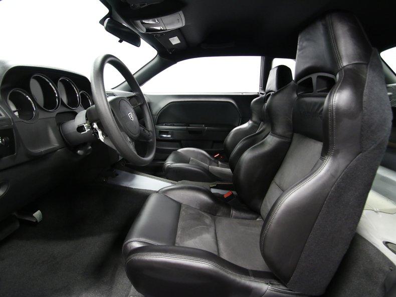 2009 Dodge Challenger 4