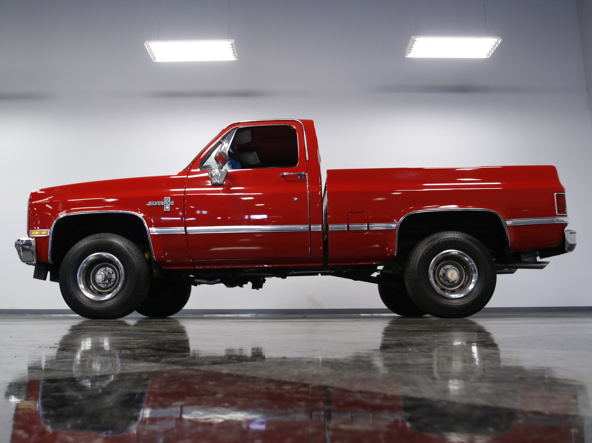 1985 chevrolet k 10 streetside classics the nation s trusted Red 1985 Chevy K10 view 360