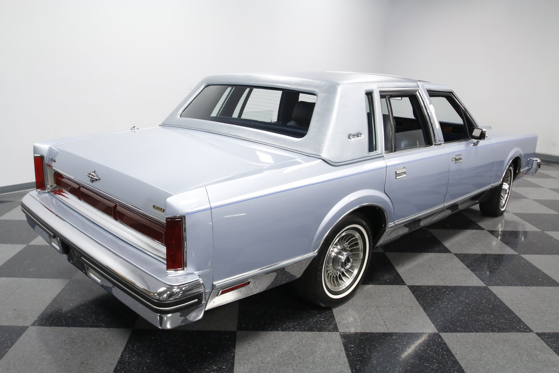 1984 Lincoln Town Car Streetside Classics The Nation S Trusted