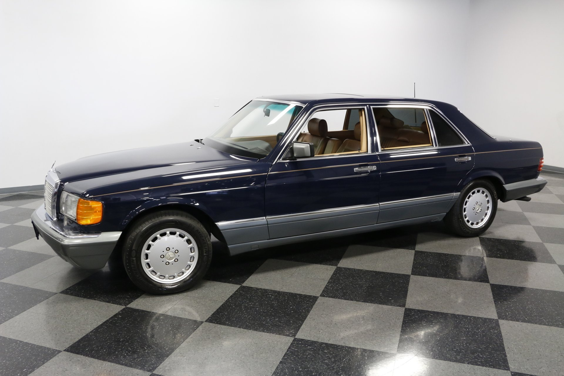 1986 Mercedes-Benz 560   Streetside Classics - The Nation's Trusted