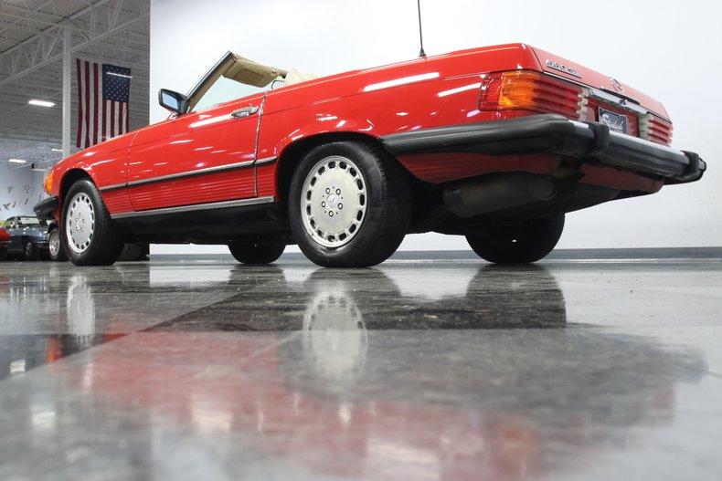 1987 Mercedes-Benz 560SL 32